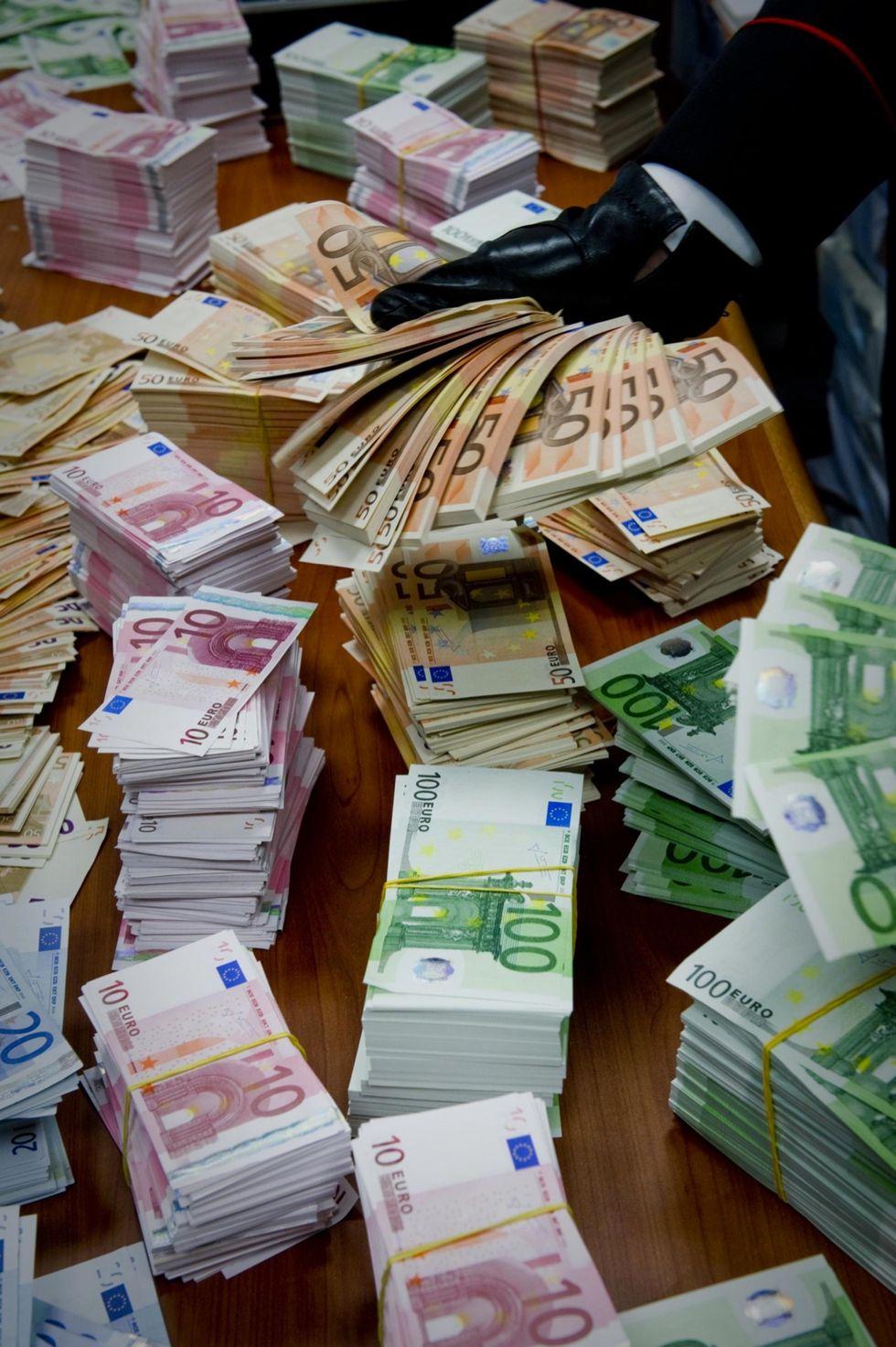 Euro falsi: come riconoscerli in quattro mosse