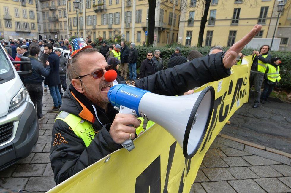 Tassisti contro Uber a Torino: le foto della manifestazione