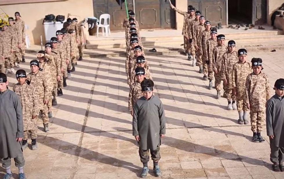 Così l'Isis trasforma i bambini in martiri della jihad
