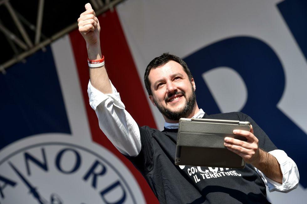 Le Pen stravince in Francia e Salvini festeggia