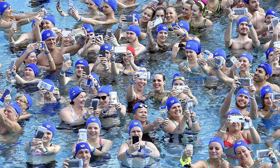 Selfie da record in piscin