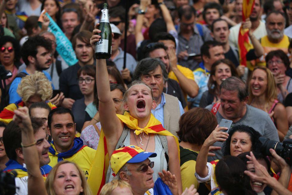 Catalogna in festa per la dichiarazione di indipendenza - Foto e Video