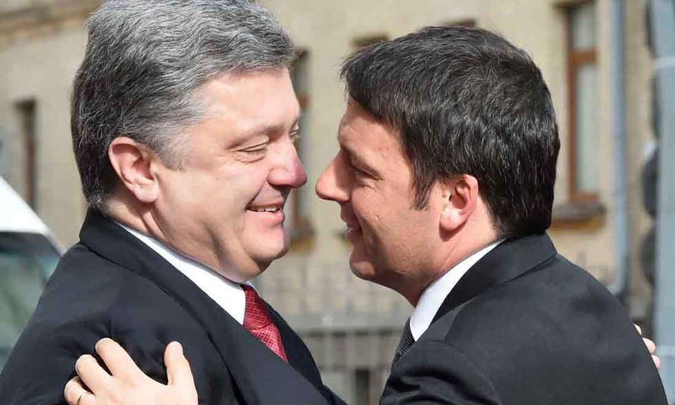 Ucraina: la diplomazia delle pacche sulle spalle