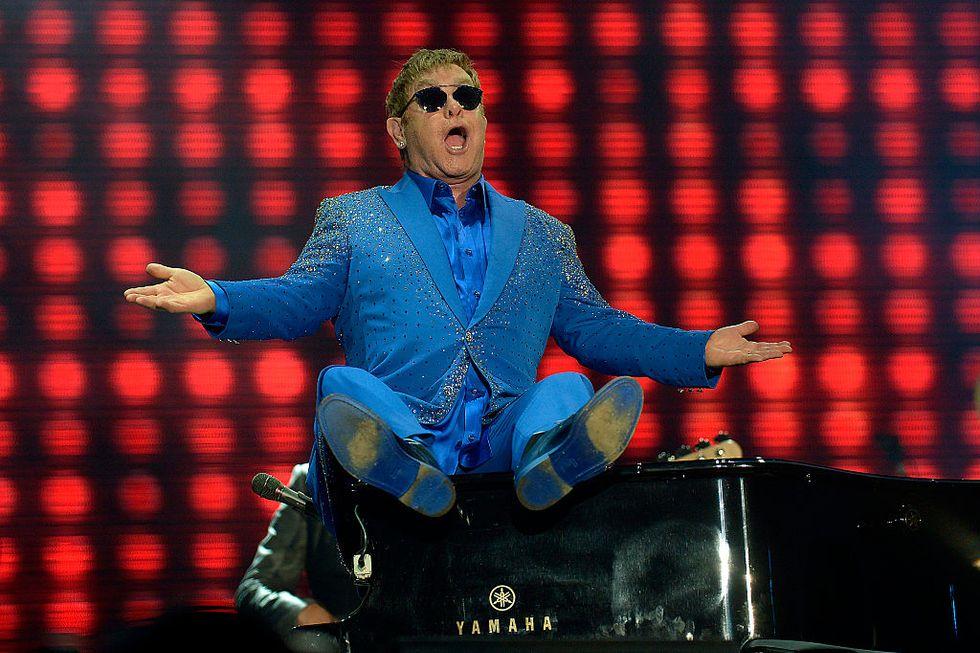 Elton John compie 70 anni: la sua storia in 10 immagini cult