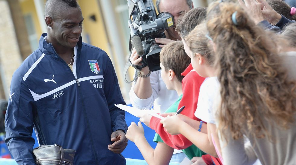"""Balotelli: """"Non sono un campione? Allora perché mi chiedono l'autografo?"""""""