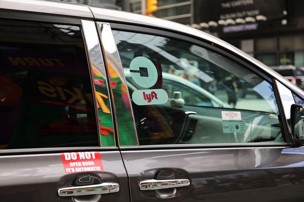 Un veicolo Lyft per le strade di New York