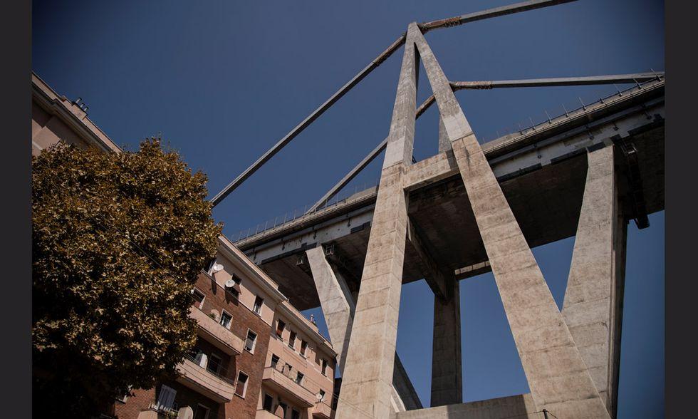 Le case sotto il ponte Morandi