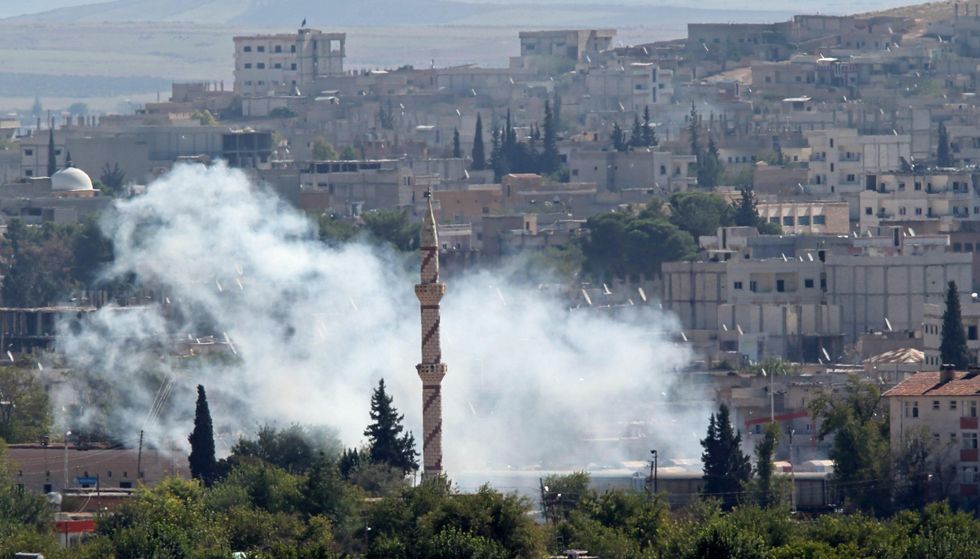 Raid e curdi martellano l'Isis a Kobane, decine di morti