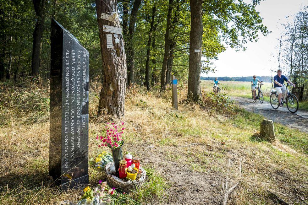 Il monumento dedicato a Nicky Verstappen, morto a 11 anni dopo essere stato stuprato durante un campo estivo nei Paesi Bassi