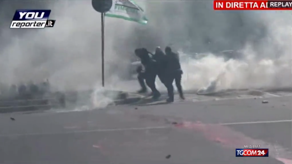 Scuola: scontri a Milano tra studenti e Polizia