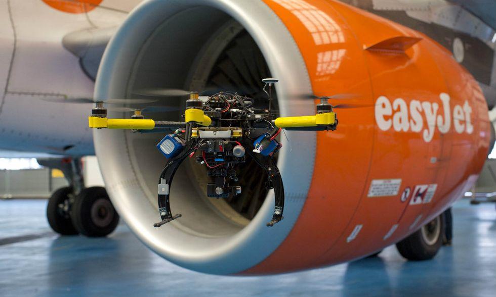Droni e realtà aumentata al servizio degli aerei