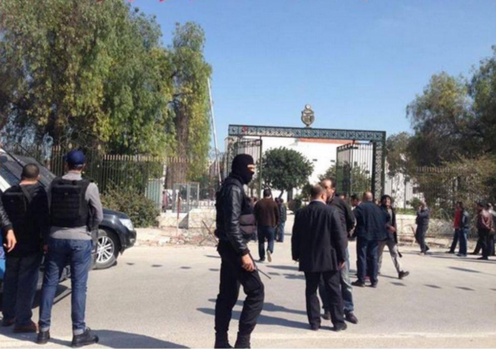 Tunisi: attacco terroristico dell'Isis al museo Bardo - la diretta