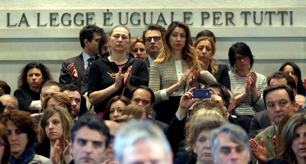 Strage di Milano, il tribunale ricorda le vittime - LE FOTO