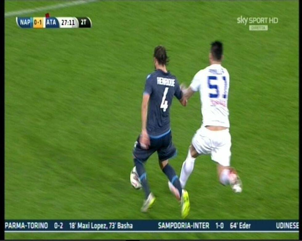 28° giornata - Pinilla, gol irregolare. All'Inter manca un rigore, al Milan no...