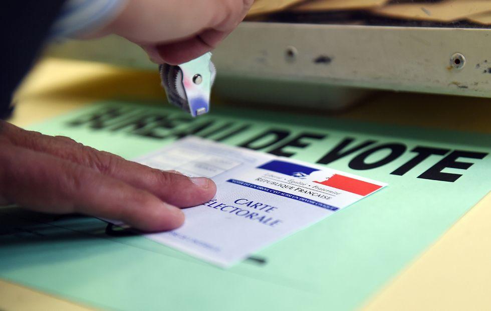 """Francia: dopo Charlie Hebdo, i musulmani """"mollano"""" la sinistra"""