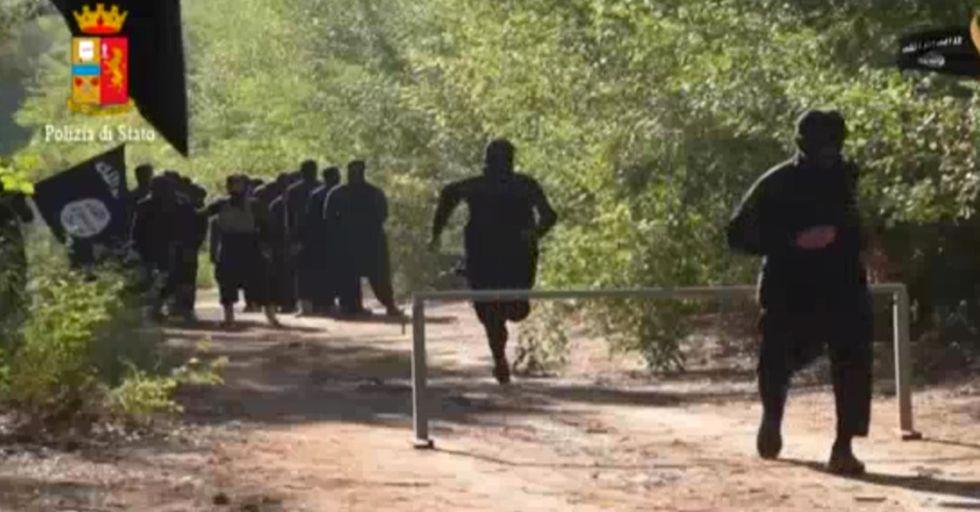 Isis: ecco il documento per reclutare gli jihadisti