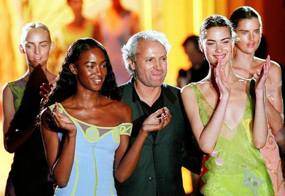 Gianni Versace sul catwalk