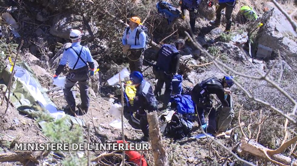 Airbus Germanwings: le ricerche sul luogo del disastro
