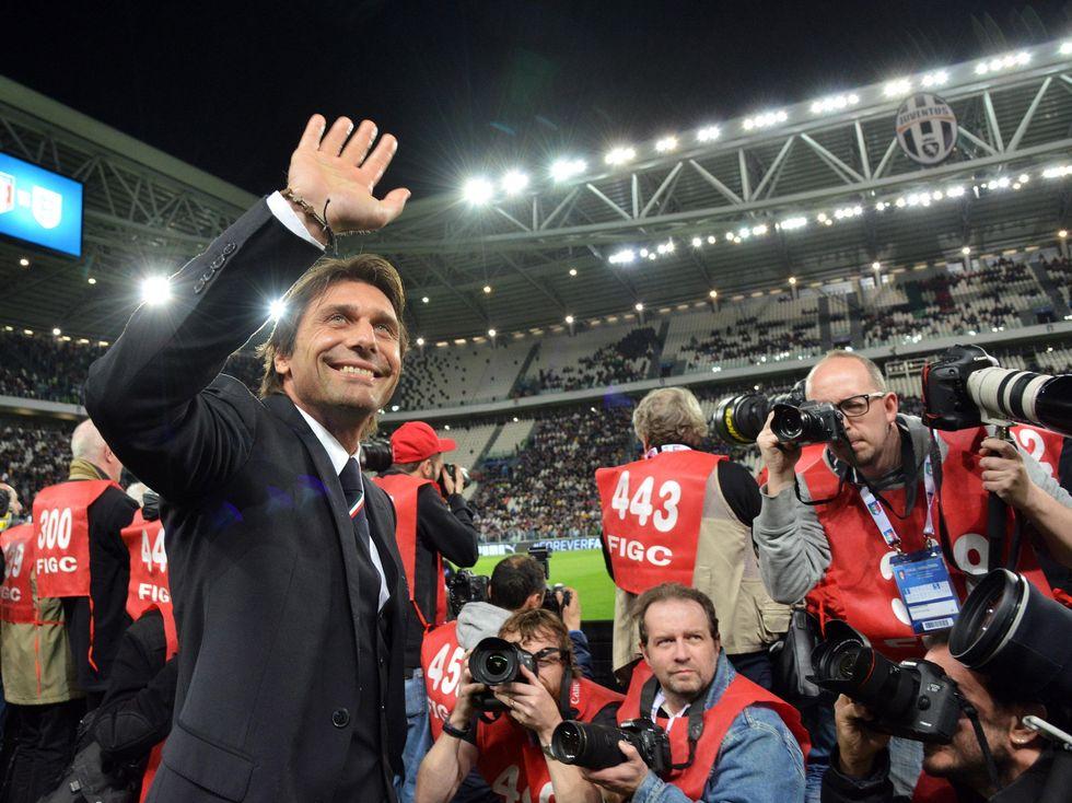 Conte, pace con l'azzurro e buone notizie: l'Italia funziona