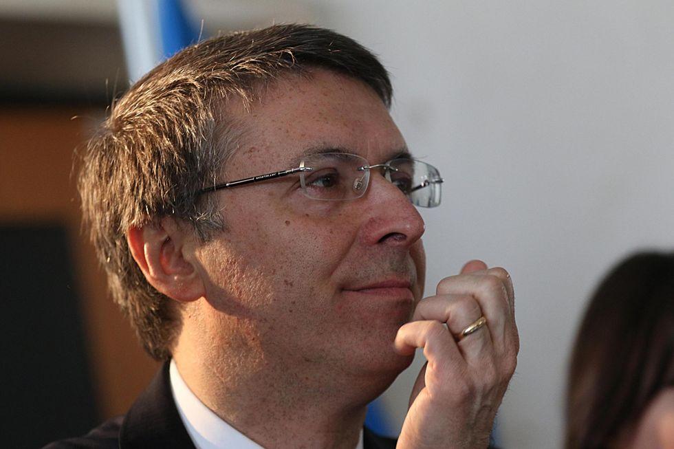 Banche: Renzi affida a Cantone gli arbitrati per i risparmiatori truffati