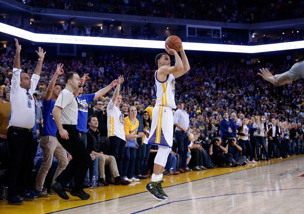 Nba: il nuovo record nelle triple di Stephen Curry