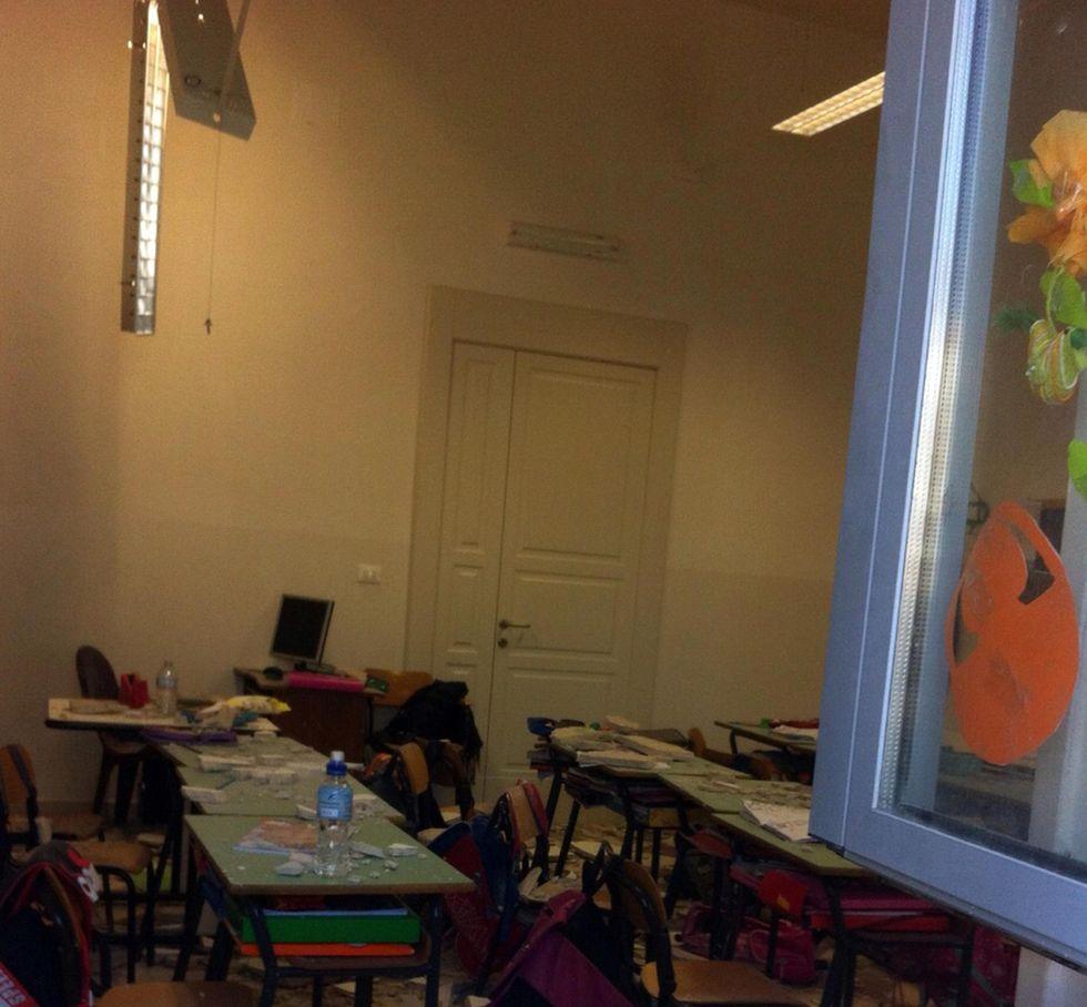 Ostuni, crolla il soffitto di una scuola: feriti due bambini e la maestra