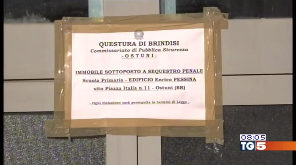Crollo scuola Ostuni: 5 denunciati