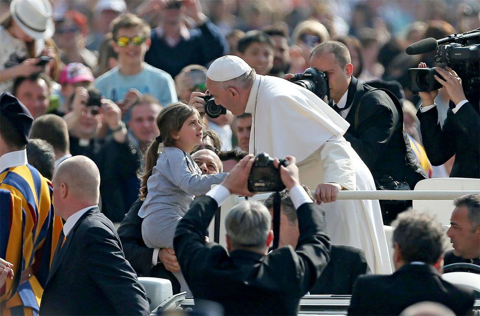 Papa Francesco: più spazio nella società al genio femminile