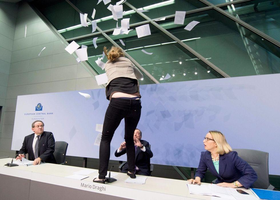 Mario Draghi tra coriandoli e conferme del quantitative easing