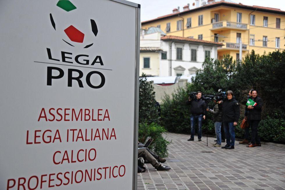Lega Pro: 12 punti di penalizzazione alla Reggina, 8 al Novara