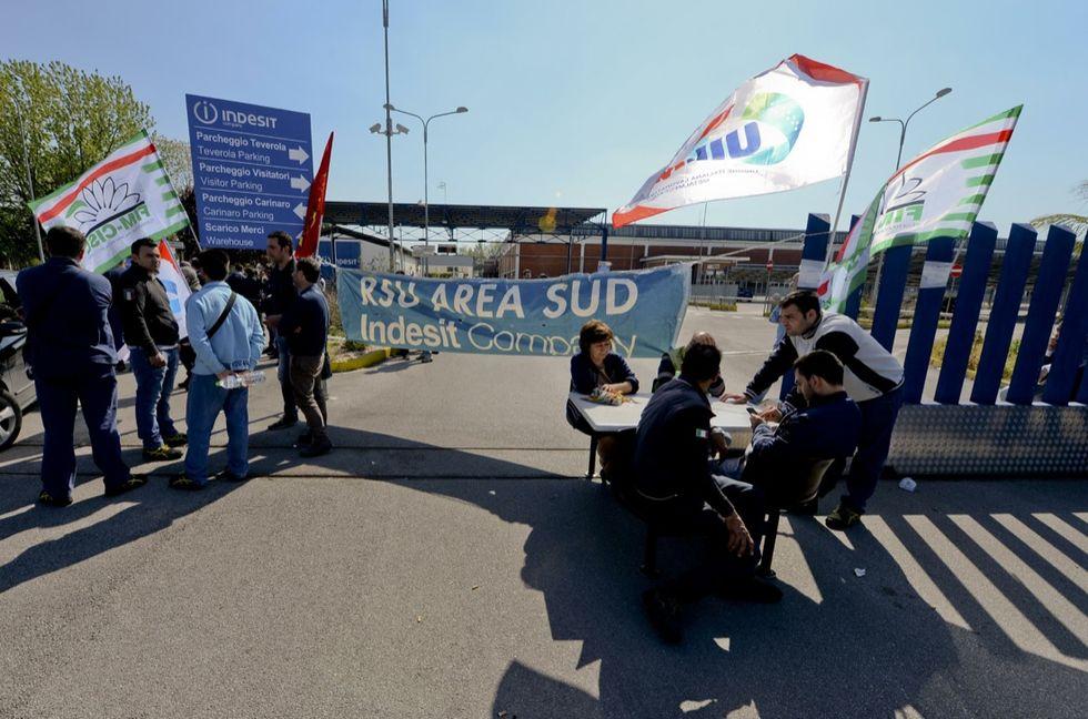 Esuberi Whirlpool: si apre il tavolo governo-azienda-sindacati