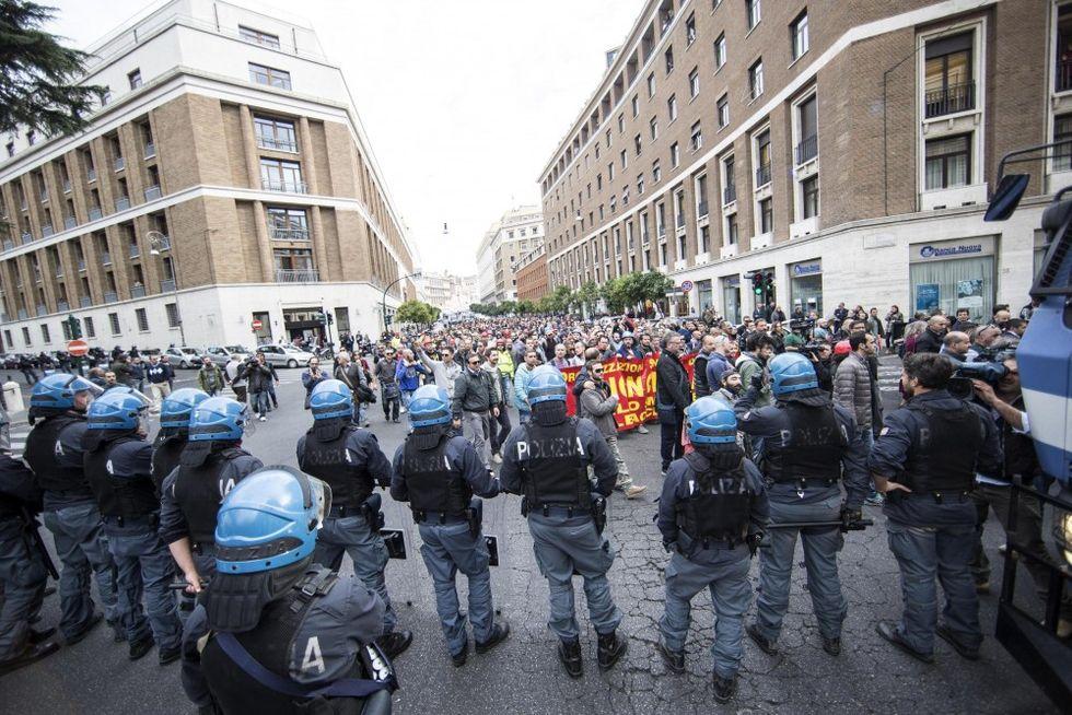 """Gli agenti: """"Senza garanzie non scenderemo più in piazza"""""""