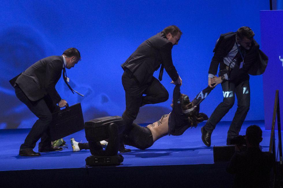 Presidenziali francesi: alta tensione al comizio di Marine Le Pen