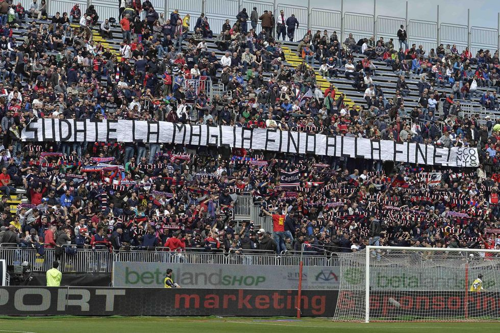Follia ultras a Cagliari: irruzione e schiaffi in ritiro