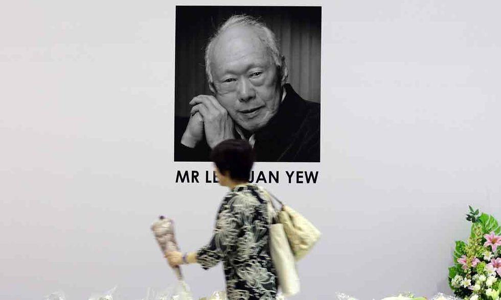 Lee Kuan Yew, il capo di Stato che obbligava i suoi sudditi a sorridere
