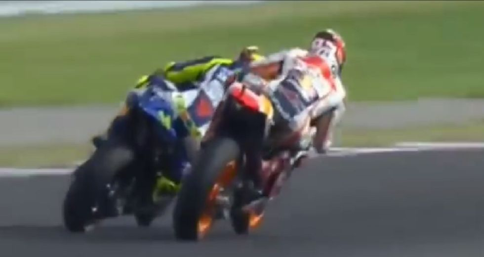 Gp Argentina: lo scontro tra Rossi e Marquez