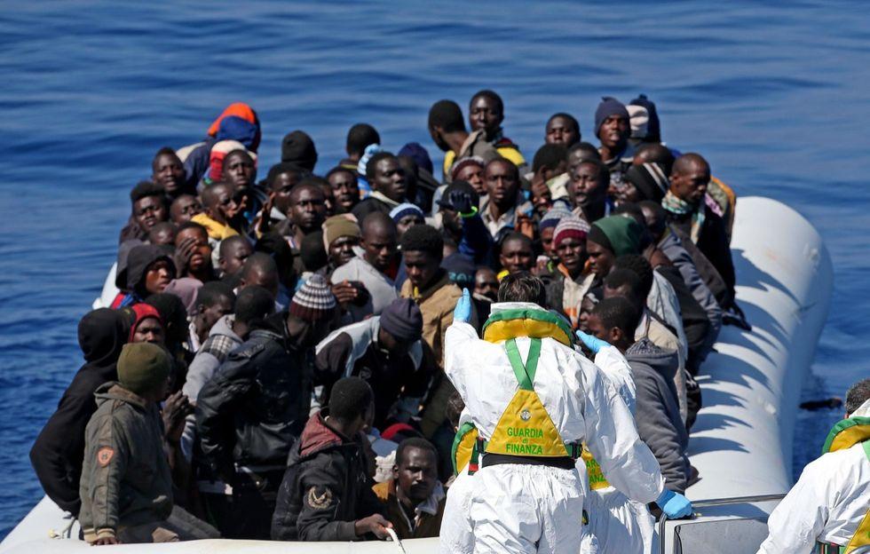 Immigrazione: 50 morti in un barcone diretto in Italia