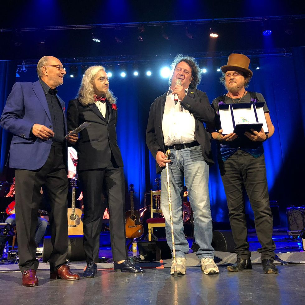 Zucchero vince il Premio Tenco ed entusiasma Sanremo
