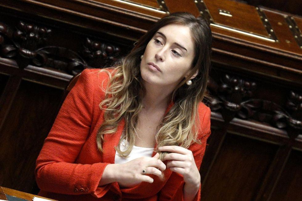 Renzi pare troppo di destra?  E la Boschi recluta i socialisti...