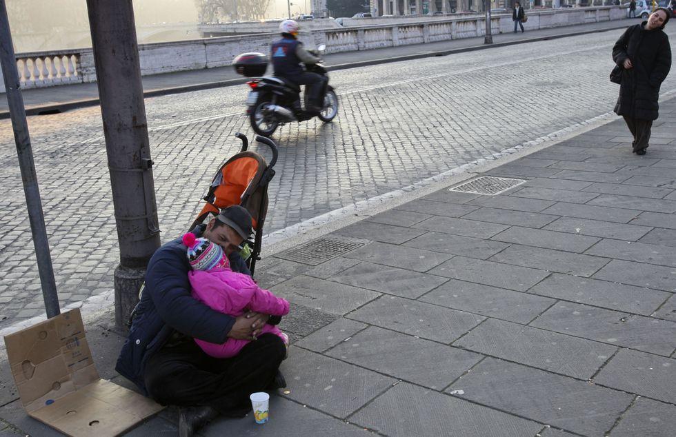 Poveri, quanti sono e cosa bisogna fare per loro
