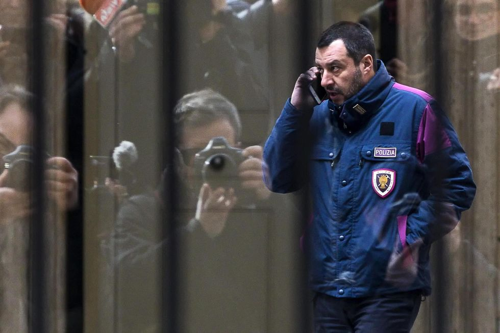 Salvini divisa Polizia