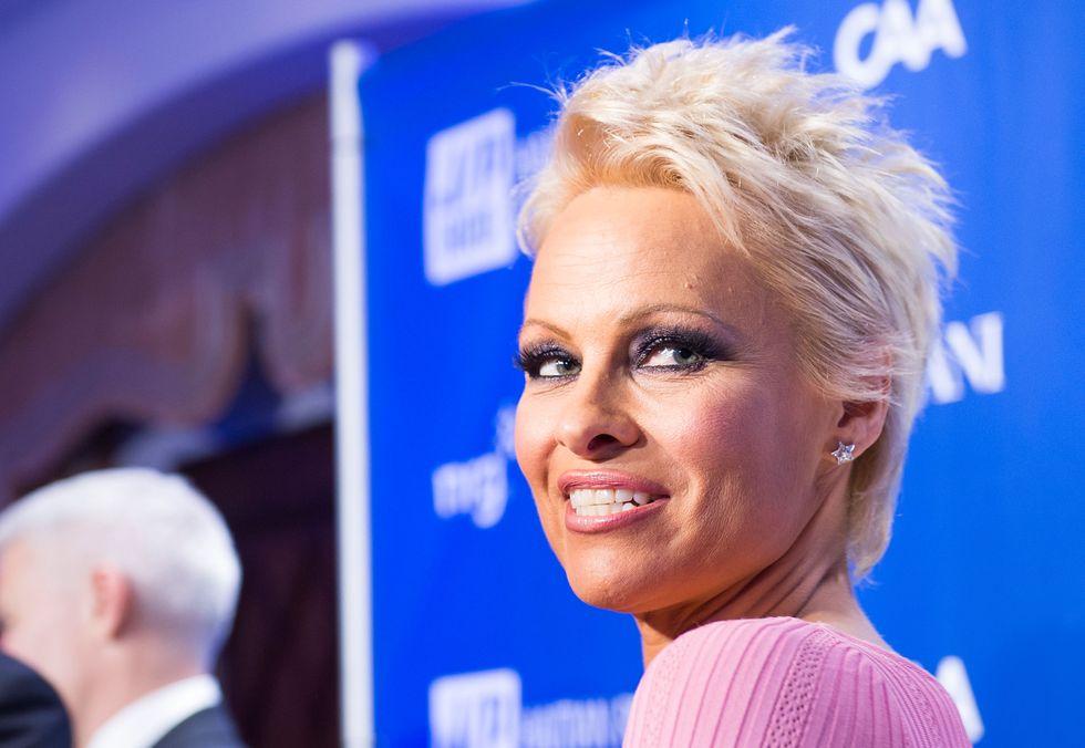 """Pamela Anderson: """"Potrei finalmente guarire dall'epatite C"""""""