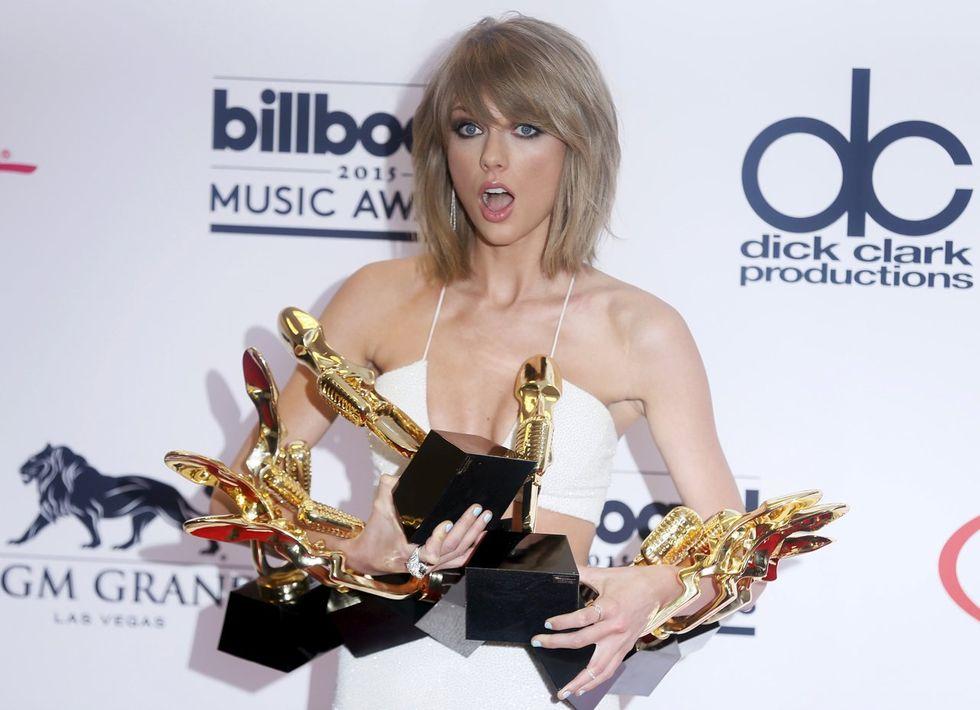 """Taylor Swift trionfa ai Billboard Awards - Il video """"Bad Blood"""""""