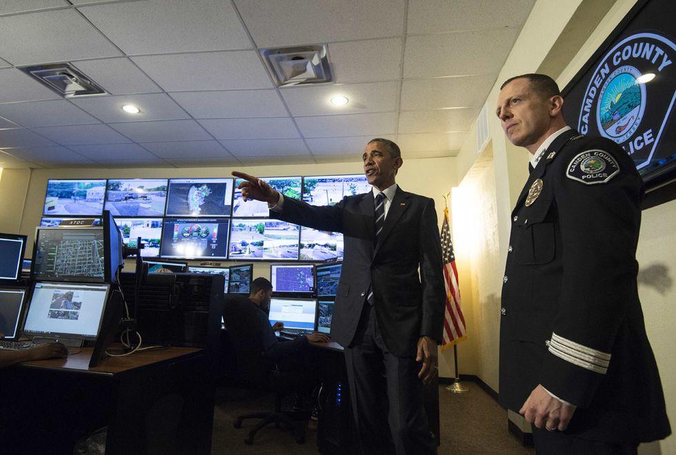 Usa, svolta di Obama sulla polizia: basta armi da guerra