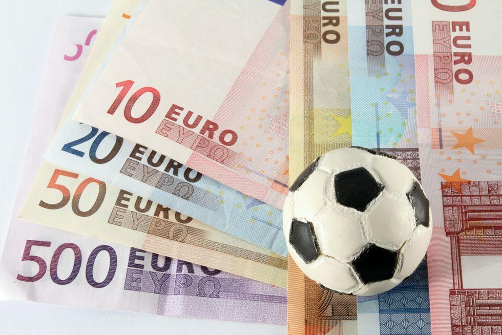 Benefit nascosti, fatture false e società schermo: così il calcio evade le tasse