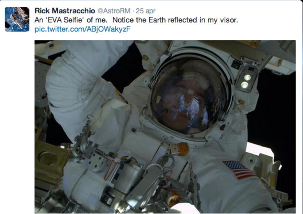 Selfie mania: ora l'autoscatto è spaziale