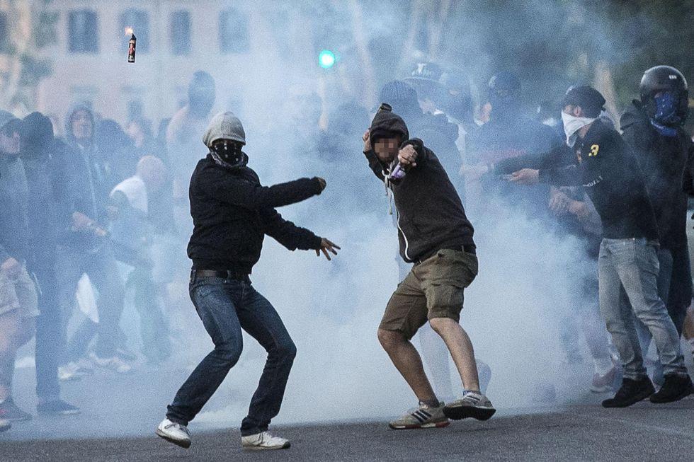 Derby di Roma: caos, due accoltellati e la tangenziale diventa un parcheggio