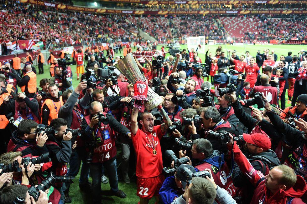 Europa League: trionfo del Siviglia, le foto più belle
