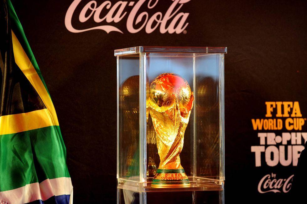 Fifa, lo scandalo della corruzione preoccupa gli sponsor. Fuga da Blatter