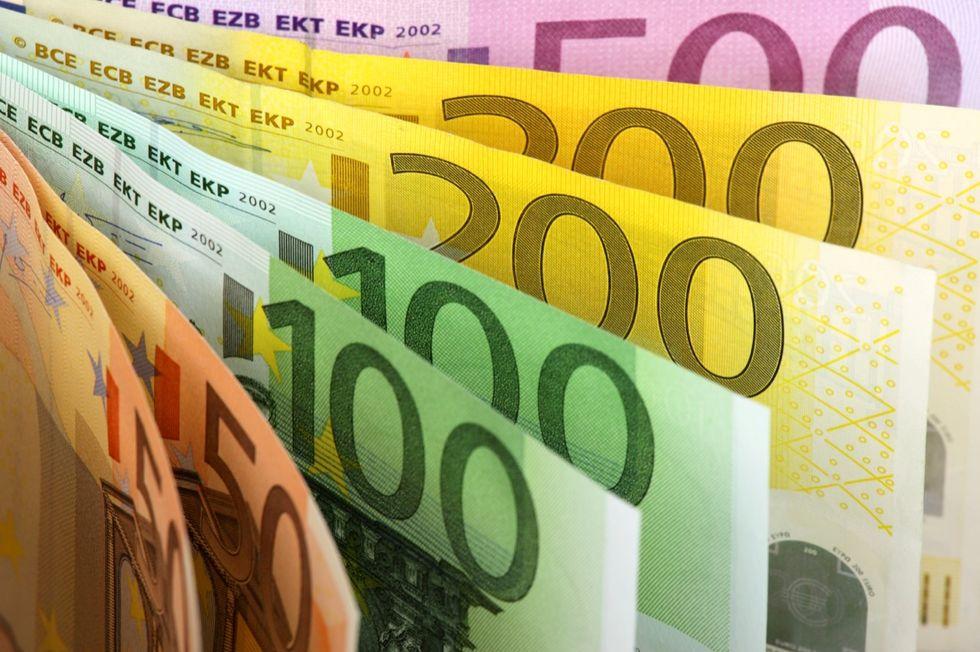 Contante a 3.000 euro: il nostro sondaggio